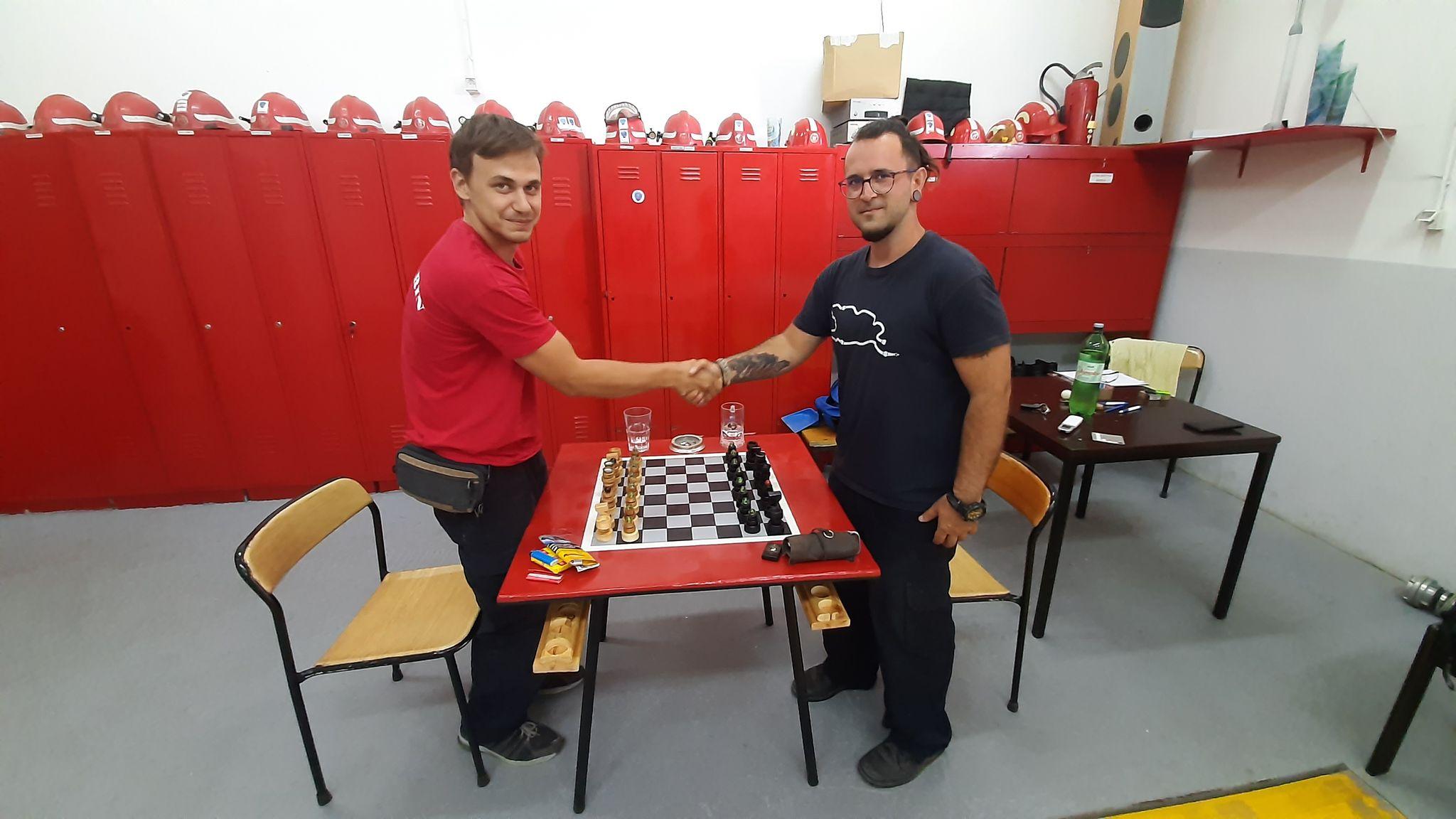 Naš vatrogasac na Zlarinu izradio unikatni šah